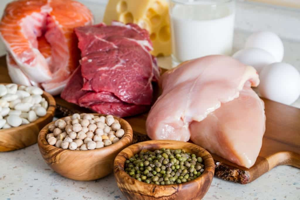 A picture of chicken breast, red meat, fish and legumes, foods that are very helpful in a muscle building diet
