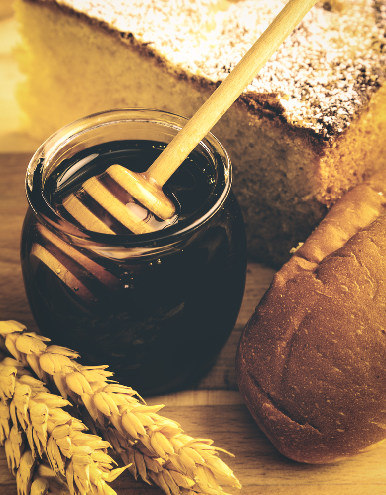 jar of the honey with baked bread around it