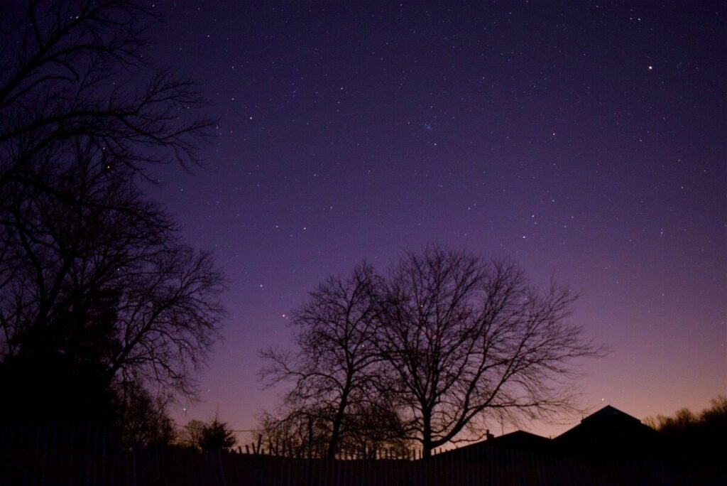 picture of the night time sky